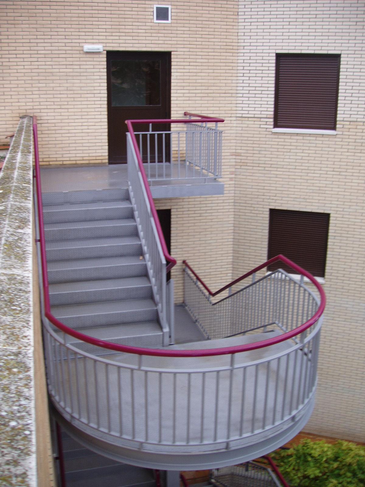 Escaleras metálicas edificación
